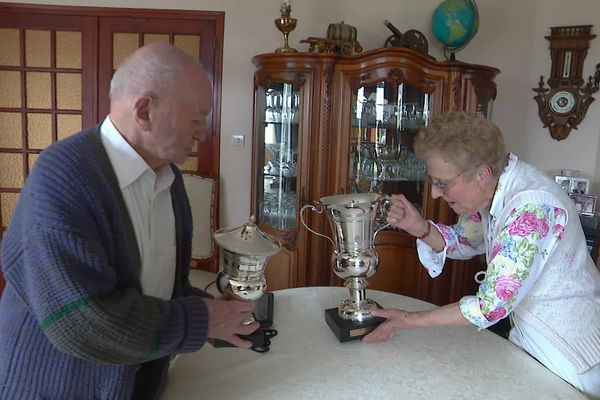 Robert et Monique Gasche-Luc, heureux propriétaires et éleveurs de Docteur de Ballon, gagnant du steeple chase d'Auteuil.