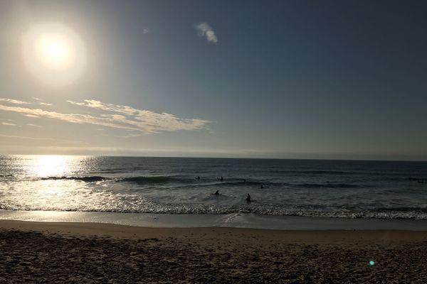 Il est désormais possible de se balader pendant trois heures au bord de mer, si l'on habite à 20 kilomètres.