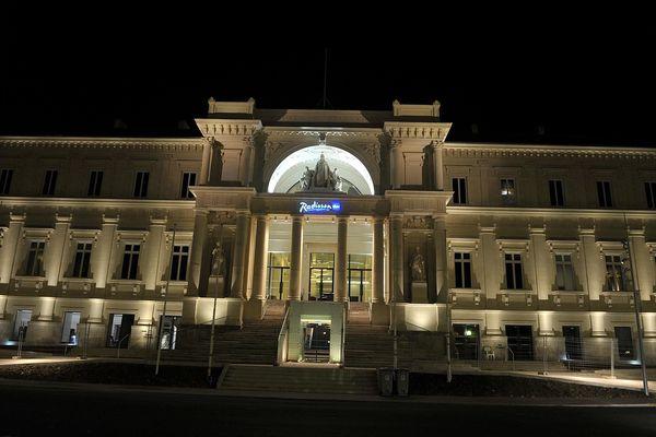 209 clients de l'hôtel Radisson de Nantes évacués en pleine nuit pour un colis suspect
