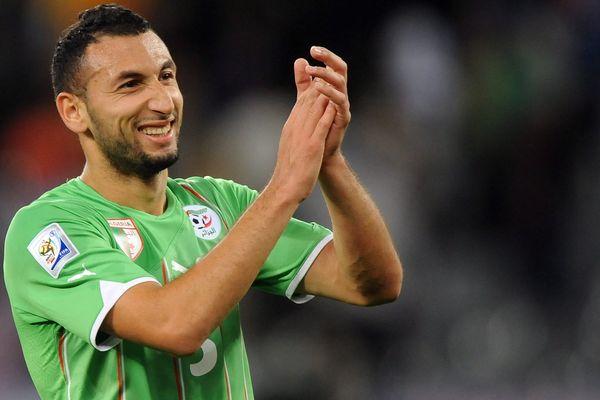 L'ancien international algérien a signé ce lundi un contrat de deux ans avec le CSSA.