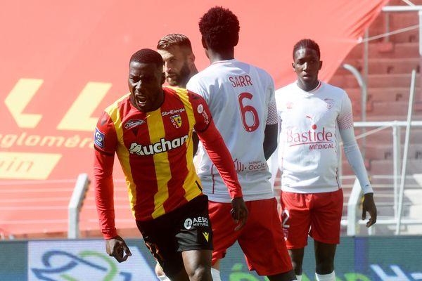 Massadio Haidara exulte après avoir marqué le deuxième but splendide pour les Lensois face à Nîmes, synonyme de victoire.