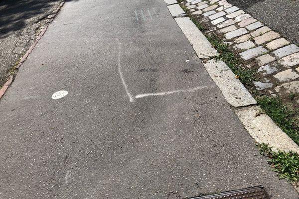 La Métropole de Lyon teste la peinture anti-chaleur sur un trottoir du 7ème arrondissement de Lyon.