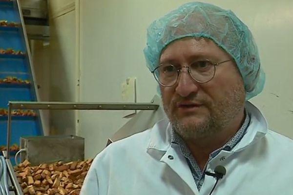 Alfred Fenech emploie 32 personnes dans sa biscuiterie. L'absence de taxe, mesure proposée par le président de la République, l'a incité à verser une prime de fin d'année à ses employés
