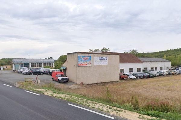Le garage Bonis de Condat sur Trincou en Dordogne, avant le sinistre (illustration)
