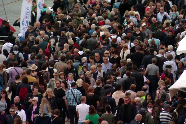 La foule sur les quais de Rouen