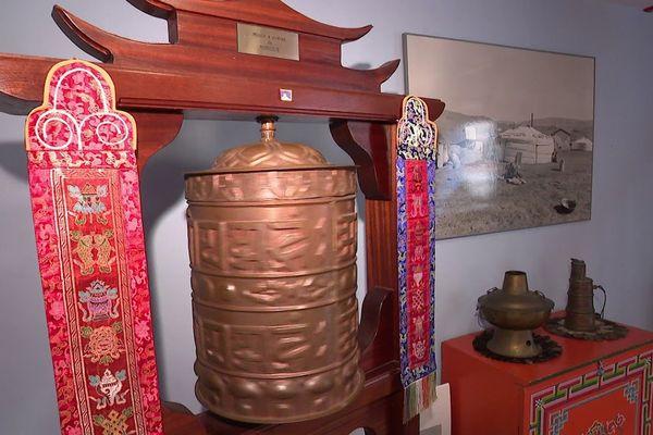 Un moulin à prière mongol dans le maison Guillaume de Rubrouck
