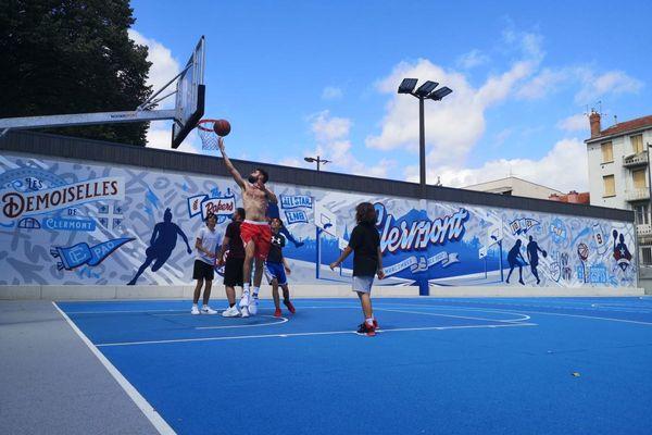 Au stade Philippe-Marcombes de Clermont-Ferrand flambant neuf, les adeptes du basket 3 contre 3 aiment se retrouver.