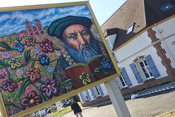 Jean Calvin, l'une des figures de la Réforme protestante au XVIe, est l'une des personnalités célèbres nées à Noyon.