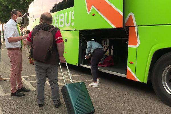 Après le confinement, les bus et les cars sont de retour sur les routes normandes.
