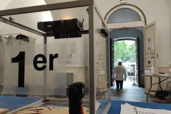 En Corse, les bureaux de vote ont accueilli les premiers électeurs à 8 heures.