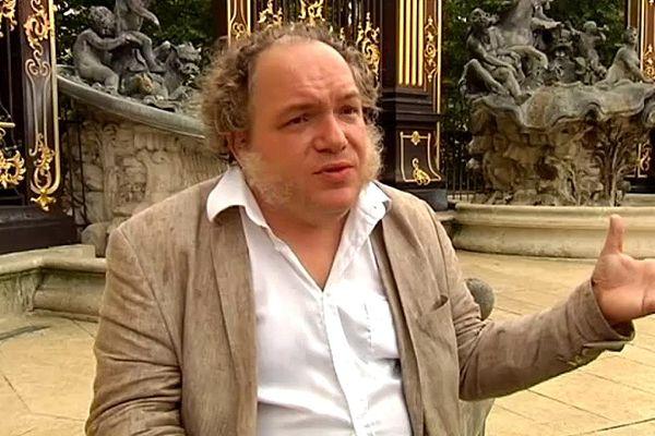 Mathias Enard est né à Niort en 1972