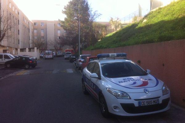 30/01/15 - Un homme s'est retranché dans son appartement en menaçant de le faire exploser vendredi matin à Bastia, a indiqué le service départemental d'incendie et de secours (SDIS) de la Haute-Corse.