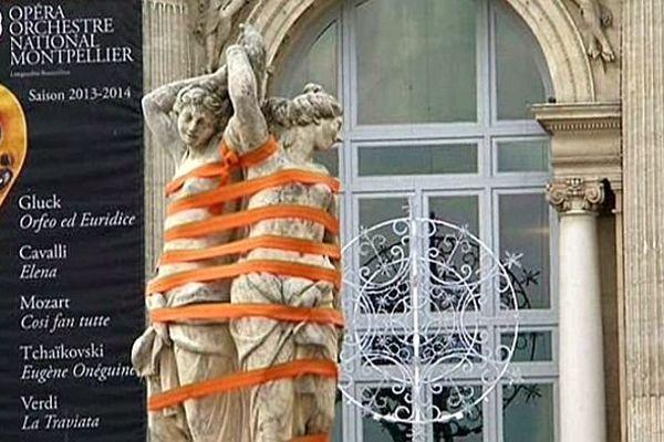 Montpellier - les 3 Grâces ligotées pour lutter contre les violences faites aux femmes - 16 novembre 2013.