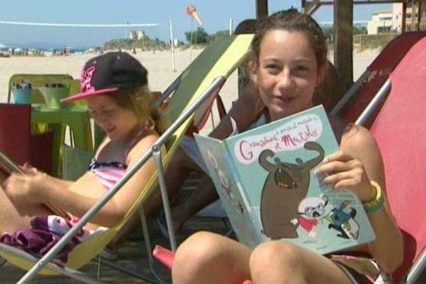 Au Cap d'Agde, 2400 ouvrages sont mis gratuitement à la disposition des vacanciers, au bord de la mer