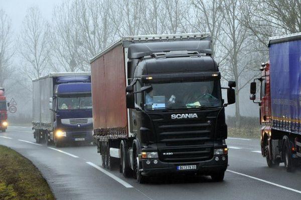 """Les routiers se mettrons en grève à partir de dimanche 18 01 2015 à 22h pour leurs salaires et contre la """"smicardisation rampante"""" de leur profession"""