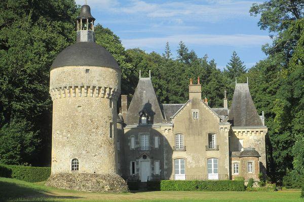 Dans l'Orne, à la Perrière, le Château de Montimer bénéficiera ce dimanche d'un temps très clair.