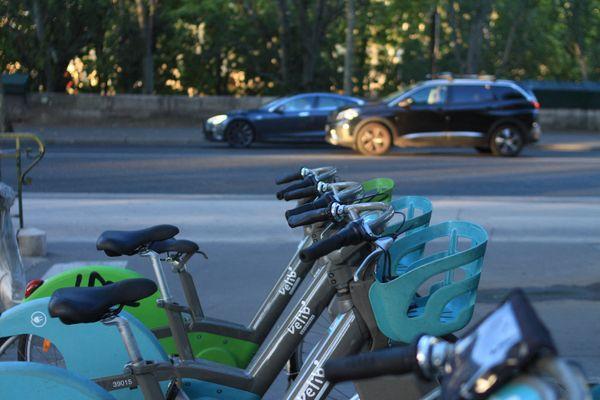 Les trajets des Vélib' électriques vont augmenter sans que l'on sache le tarif précis de cette hausse.
