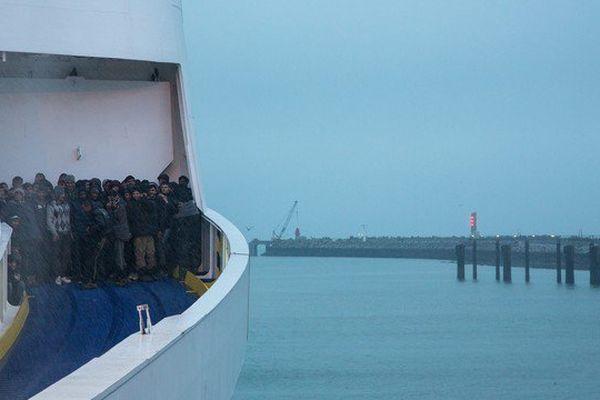 Samedi soir, une trentaine de migrants étaient montés à bord d'un ferry qui effectue la liaison Calais-Douvres