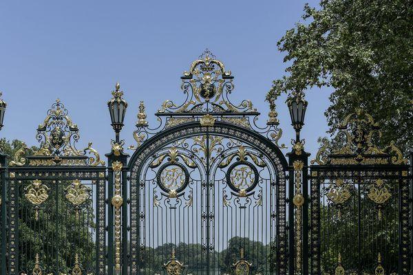 A partir de ce mardi soir, 17 mars, les parcs et jardins de la ville de Lyon resteront fermés. Au parc de la Tête d'Or, la Porte des Enfants du Rhône sera close !