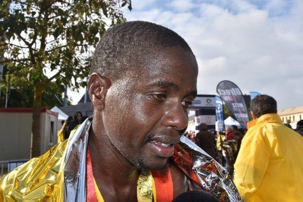 """Le Kenyan Eliud Magut, nouveau record de l'épreuve en 2h11'43"""", dimanche 9 octobre 2016."""