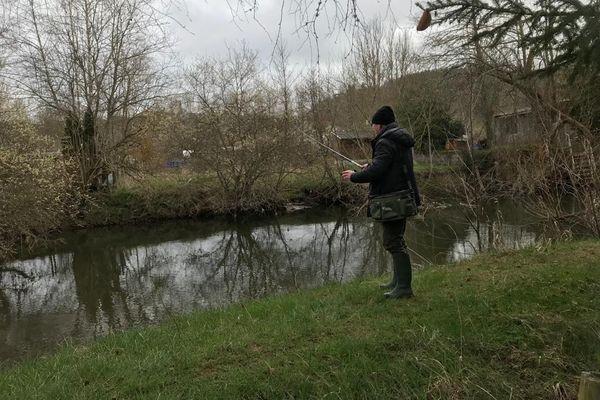 Malgré un temps maussade et un froid hivernal, les pêcheurs se sont donnés rendez-vous pour l'ouverture de la pêche à la truite, samedi 13 mars. Pour les novices, il y a quelques règles à respecter.