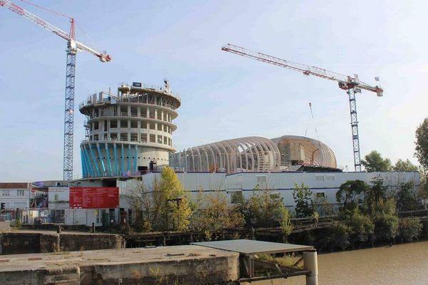 La Cité des Civilisations du Vin et son 8 ème étage, 35 m de haut