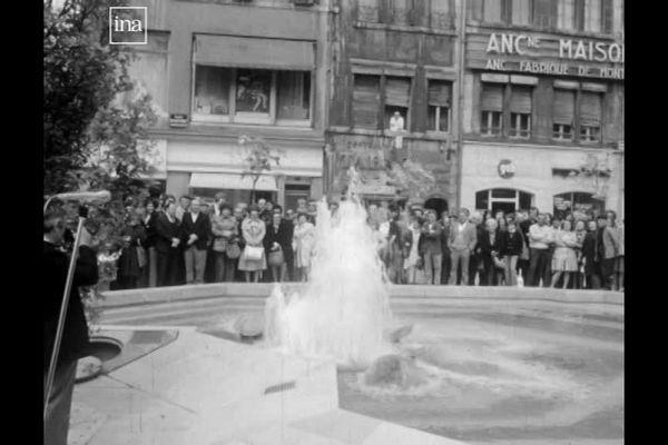 Besançon et la fontaine de la place Saint-Pierre en 1975