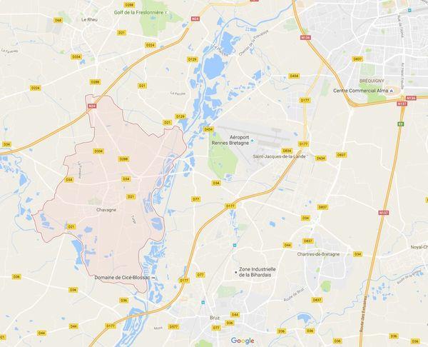 Chavagne (en rosé) et les nombreux étangs de la Prévalaye au nord-est de la commune