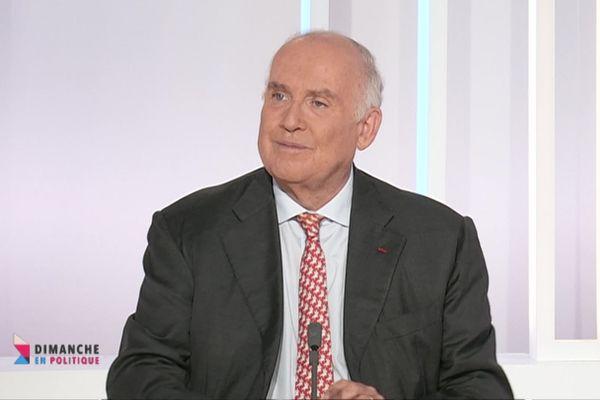Dominique Bussereau quitte son mandat de président du conseil départemental après les élections