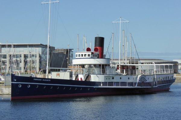 """Le """"Princess Elizabeth"""" amarré à Dunkerque, avant sa transformation en restaurant"""