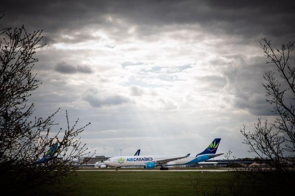 Orly, le plus gros aéroport de France pour les vols domestiques a fermé le 31 mars, en raison de l'épidémie de Covid-19.