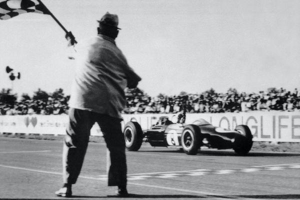 Depuis sa création en 1962, le circuit d'Albi a vécu de grandes heures : ici la victoire de l'Australien Jack Brabham en Formule 2, le 14 septembre 1964. Son Histoire pourrait connaître une fin brutale le 12 juillet prochain.