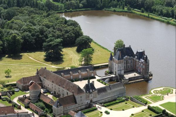 Après quatre mois de fermeture, le château de La Bussière (Loiret) rouvre les portes de ses parcs et jardins au public tous les jours jusqu'au 7 mars 2020 inclus et tous les weekends de mars.
