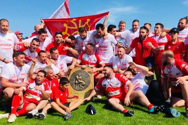 Immense joie des joueurs du RC Auch, trois ans après la relégation du club en division d'honneur.
