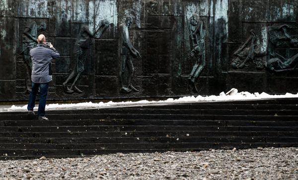 Fresque commémorative à l'ancien camp de concentration de Mittelbau-Dora à Nordhausen, en Allemagne.