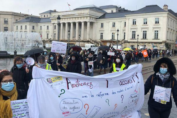 Manifestants à Tours contre la loi ASAP