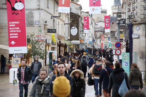 Durant les précédentes éditions du Festival International de la BD d'Angoulême, le fauve, la mascotte du festival était omniprésente dans la ville. Maintenant qu'il n'apparaît plus sur le logo officiel du festival, sera-t-il toujours présent en 2022 dans les rues d'Angoulême ?