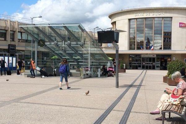 Cours de la gare, à Dijon.