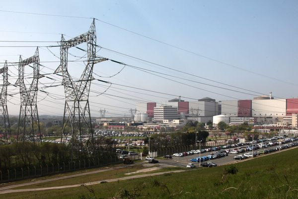 La centrale nucléaire de Gravelines et ses six réacteurs.