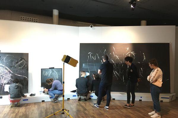 """Les 75 toiles sont en cours d'installation au Mémorial de Caen. L'exposition """"la libération de la peinture"""" sera ouverte au public à partir du 14 juillet."""