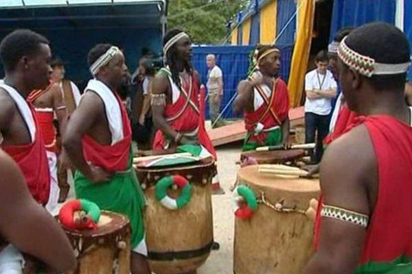 Une troupe originaire du Burundi, au festival de Montoire (Loir-et-Cher).