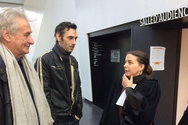 Serge Quadruppani (au premier plan), Joseph Kacem et leur avocate