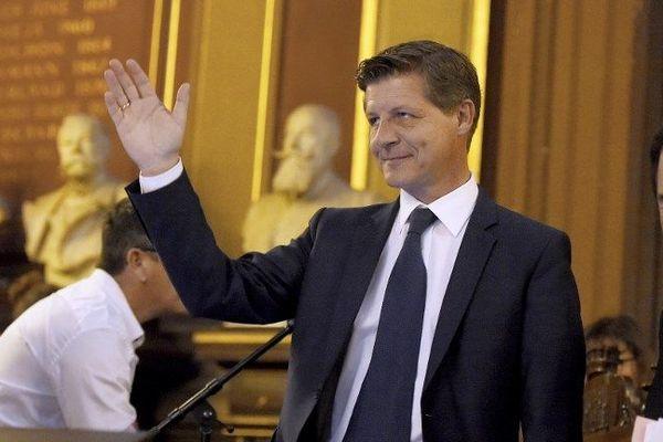 Nicolas Florian acclamé après son élection à la Mairie de Bordeaux, le 7 mars 2019.