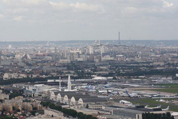 Un avion a atterri sans train d'atterrissage à l'aéroport du Bourget ce lundi.