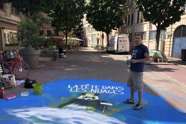 L'artiste strasbourgeois Dan23 a commencé la fresque géante rue de la Vignette le 6 juillet 2020.