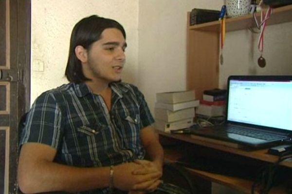 Gabriel, 16 ans, s'est vu refuser l'accès à un prêt étudiant, au motif qu'il est mineur
