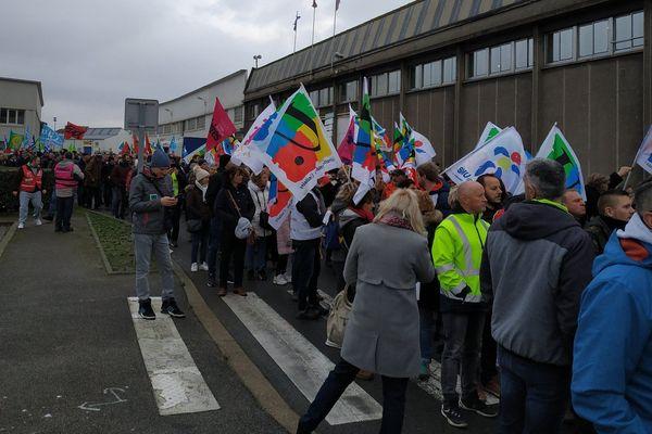 Des manifestants se sont rassemblés ce matin pour bloquer le port de Boulogne-sur-Mer et manifester contre la réforme des retraites.