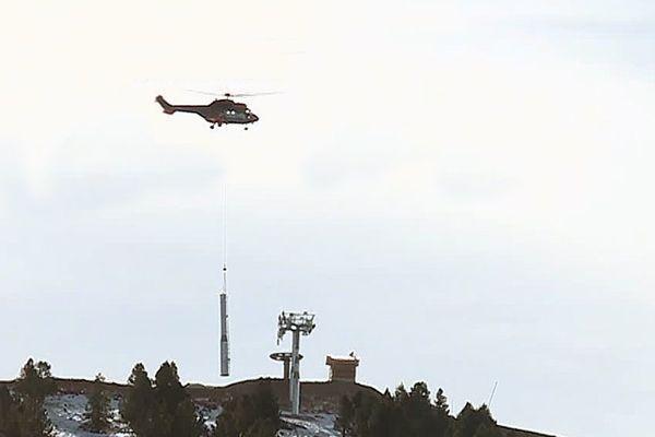 Installation des pylônes du nouveau télésiège du pic des Savis.