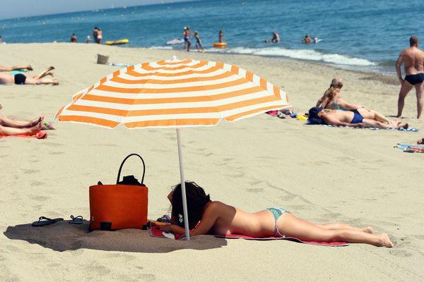 La loi n'interdit pas de faire du topless à la plage - 24 août 2020