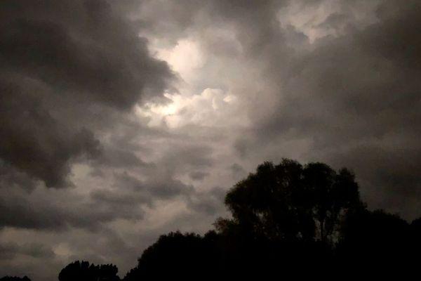 Des orages se sont abattus cette nuit dans toute la région, causant de nombreux dégâts.
